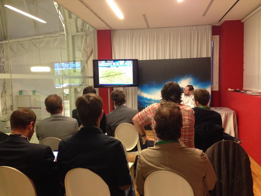 I giornalisti in sala durante la presentazione di Soccer Hero